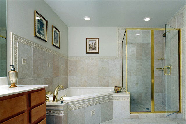 Gold and White Bathroom Design Ideas