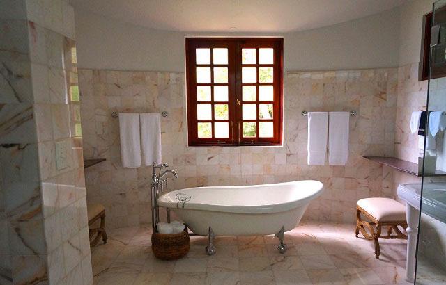 White with Yellow Tiles Bathroom Decor Ideas